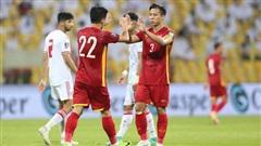 Ơn trời, trận thua UAE sẽ giúp đội tuyển Việt Nam tránh được 'vết xe đổ' thảm hại của Thái Lan