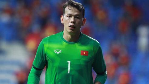 'Ông chú thủ môn' Tấn Trường từ chối khi fan xin áo đấu, nhưng nghe xong lý do ai cũng vui