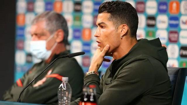 Lý do UEFA nổi giận với hành động gạt chai Coca-Cola của Ronaldo