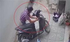 Clip trộm bẻ khóa xe SH trong 10 giây