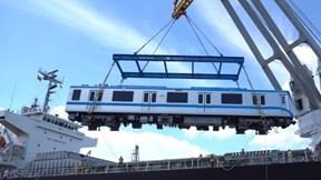TP.HCM: Cận cảnh quá trình nâng hạ 2 đoàn tàu tiếp theo tuyến metro số 1