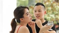 Giữa biến chung bồ tỷ phú với Lily Chen, Ngọc Trinh tung ảnh nhậu nhẹt bên Vũ Khắc Tiệp, lại còn khéo 'thả thính' ai đây