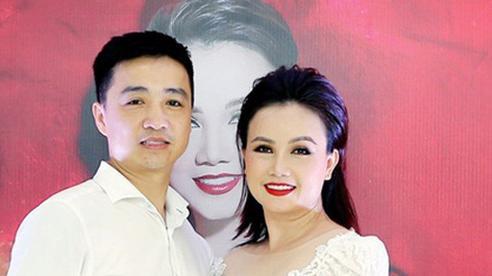 'Cô Xuyến' Hoàng Yến vừa bị chồng cũ cần dao rượt đuổi: Trải qua 4 đời chồng ở tuổi 45, sinh cho chồng trẻ 1 cô con gái xinh xắn