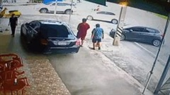 Cụ ông bỗng 'biến mất' trên đường khi đang đi dạo cùng con trai