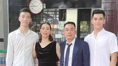 Cầu thủ Tiến Linh khoe ảnh gia đình, các fan ngỡ ngàng vì từ phụ huynh đến thế hệ F1 đều đẹp 'cực phẩm'