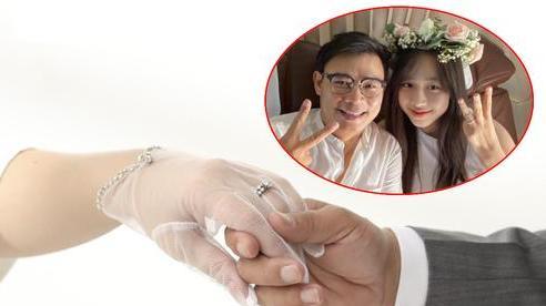 Gái đẹp VTV khoe loạt ảnh chưa từng công bố với chồng triệu phú, có cả 1 tấm ảnh cưới như thời 'ông bà anh'