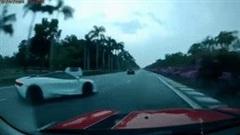 Siêu xe McLaren 720S nát bét sau tai nạn