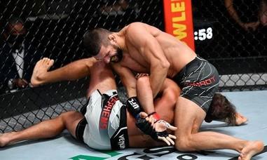 Võ sĩ MMA thắng knock-out sau 65 giây
