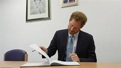 Hoàng tử Harry bí mật viết hồi ký trị giá hàng chục triệu đô