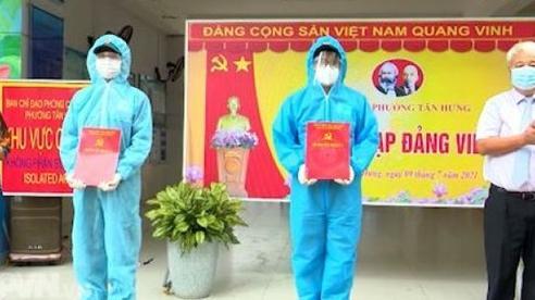 Kết nạp Đảng tại chốt chống dịch