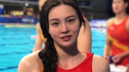 Đội trưởng đội tuyển bóng nước nữ Trung Quốc gây bão MXH vì ngoại hình nổi bật, nhan sắc được so sánh cùng Trương Bá Chi