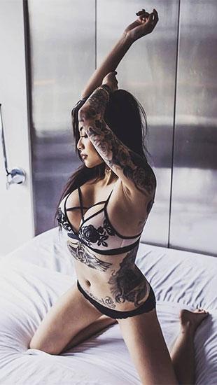 Loạt ảnh nóng bỏng của Cassie Trinh Võ - bạn gái cũ rapper Binz