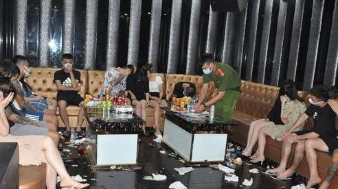 Phát hiện 48 thanh niên 'bay, lắc' trong quán karaoke Bad Boy