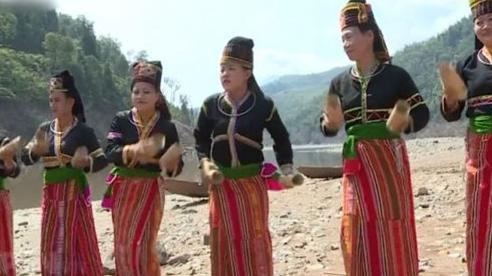 Độc đáo trang phục của các dân tộc vùng Tây Bắc - Phần 2