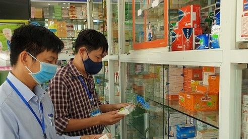 Nhiều sản phẩm trong danh mục hỗ trợ điều trị Covid-19 bị Bộ Y tế thu hồi đã tăng giá