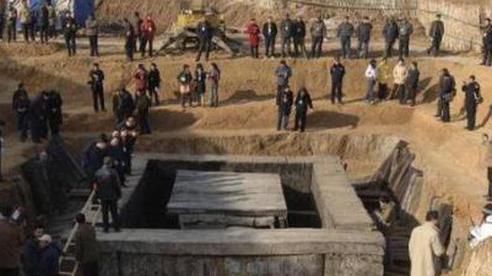 Mộ cổ hoàng gia được tìm thấy hơn 10 năm nhưng không 1 ai dám 'đụng': Chuyên gia chắp tay 'Chỉ mong có kẻ tới ăn trộm'!
