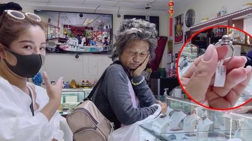 Em họ Kim Ngân: 'Ngọc Huyền cho Kim Ngân 500 đô nhưng Thúy Nga chỉ đưa cho chị ấy cầm 100 đô'