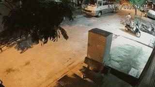 Pha 'chạy nước rút' khiến cả phố thất kinh của người đàn ông trong thời gian giãn cách xã hội