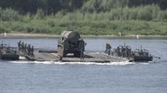 Cách công binh Nga đưa tên lửa đạn đạo liên lục địa nặng 100 tấn vượt sông