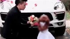 Thẳng thừng từ chối màn cầu hôn trên phố, chân dung của 'cô dâu lùn' khiến ai cũng ngơ ngác, ngỡ ngàng và bật ngửa!