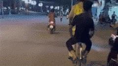 Thấy CSGT đạp xe chở nam thanh niên, cô gái cười nắc nẻ khi biết lý do đặc biệt phía sau