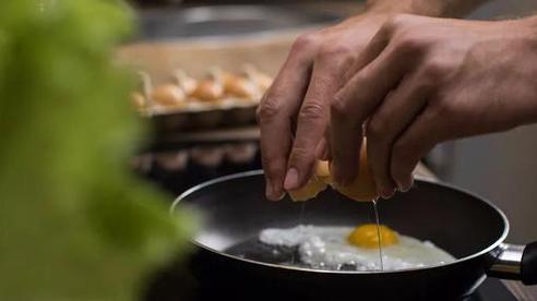 4 sai lầm khi lưu trữ và ăn trứng mà nhiều người mắc phải, không những làm mất chất dinh dưỡng mà còn gây ra nhiễm khuẩn
