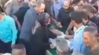 Đám đông túm tụm đưa tang người chết, chưa kịp chôn đã tán loạn vì cảnh tượng giật mình trong quan tài