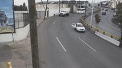 Bé trai bị hất văng ra đường khi xe đang chạy