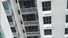'Người nhện' leo ban công vào từng căn hộ của tòa nhà 18 tầng trộm đồ