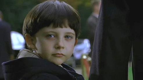 Bộ phim kinh dị bị dính 'lời nguyền chết chóc': Con trai nam chính tự sát, cảnh phim vận ra đời thực đáng sợ hơn trăm lần