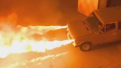 Độ xe Lada thành 'rồng phun lửa', CĐM bình luận: 'Chỉ có thể là Nga'