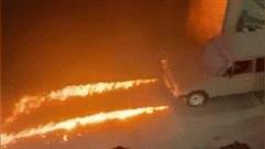 Xe cổ Lada 2106 có khả năng phun lửa từ đèn pha cực dị