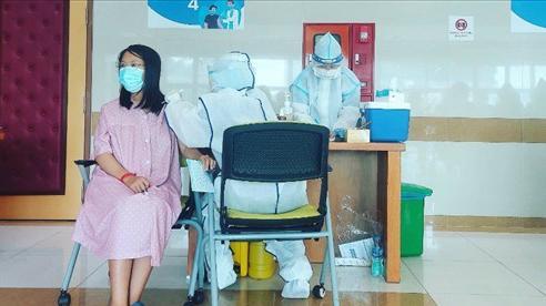 Phụ nữ mang thai từ 13 tuần trở lên và đang cho con bú có thể tiêm vaccine phòng COVID-19