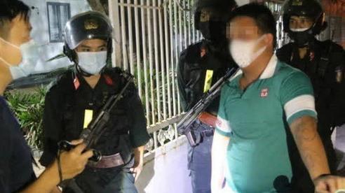 Nửa đêm đi mua mồi nhậu lúc đang giãn cách xã hội, trốn chạy cảnh sát qua nhiều tuyến phố