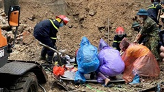 NÓNG: Sạt lở vùi lấp 4 người ở Hạ Long, 3 người tử vong