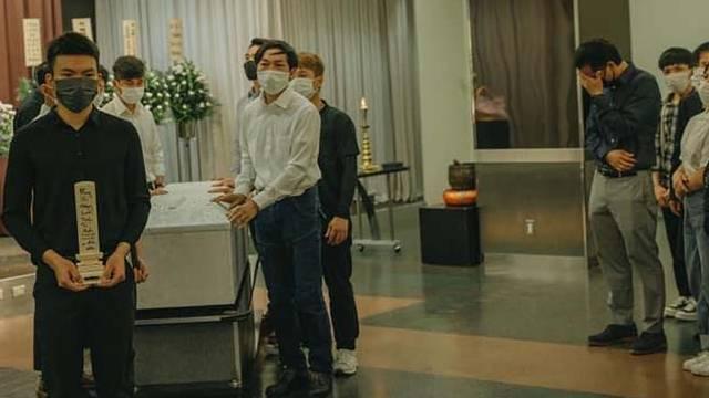 Hoàn tất lễ hỏa táng thanh niên tử vong tại Nhật, tro cốt đặt ở chùa để bạn bè viếng lần cuối trước khi về Việt Nam