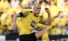 Haaland ghi dấu giày vào cả 5 bàn thắng trong trận ra quân Bundesliga
