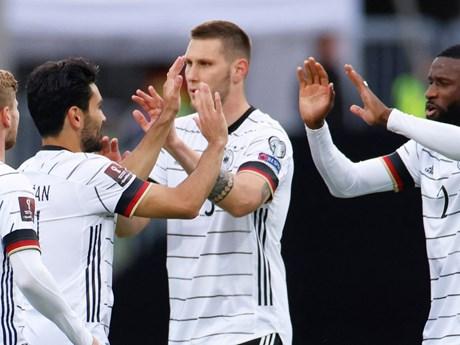 Máy bay chở tuyển bóng đá Đức dự vòng loại World Cup gặp trục trặc