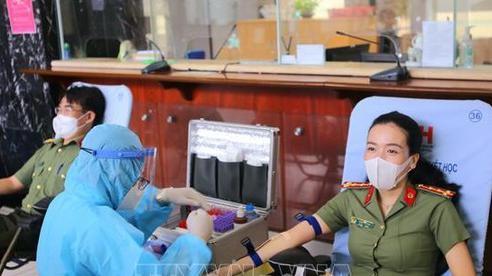 Hơn 200 cán bộ, chiến sỹ công an hiến máu tình nguyện