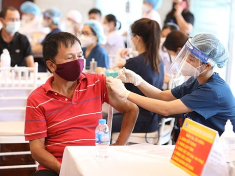 Hà Nội: Một tài xế F0 tới điểm tiêm vaccine, phường ra thông báo khẩn