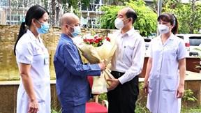 BN Covid-19 chạy ECMO đầu tiên của Hà Nội kể chuyện 'cố thở để sống'