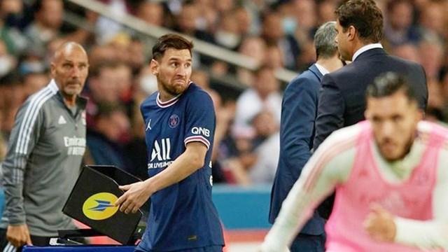 Messi 'tịt ngòi' còn tỏ thái độ với HLV, PSG thắng hú vía ở phút bù giờ