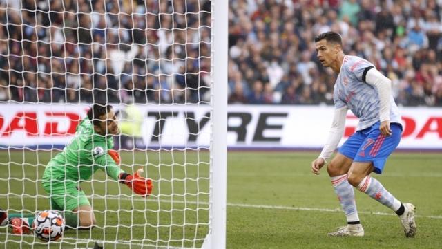 Siêu sao Ronaldo phá kỷ lục của Ibrahimovic