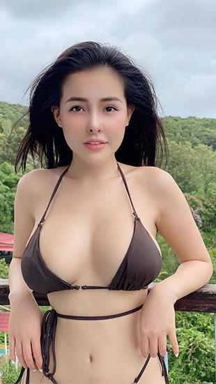 Ngân 98 liên tục đăng ảnh diện bikini nhỏ xíu 'đốt mắt' người xem khi mắc kẹt ở Phú Quốc