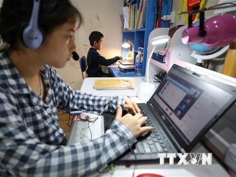 Hội đồng Nhân dân thành phố Hà Nội ủng hộ 'Sóng và máy tính cho em'