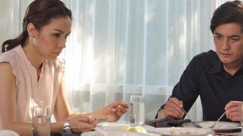 Tóm được vợ trần trụi trong khách sạn với bồ, chồng cười tươi nắm tay đề nghị 'không tưởng'