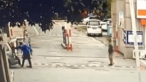 Trung Quốc: Cán bộ quản lý đô thị đẩy ngã cụ già 72 tuổi gây phẫn nộ