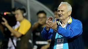 HLV Petrovic gia hạn hợp đồng với Thanh Hóa mà không cần tăng lương hay thưởng, phí lót tay