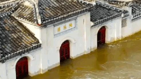 Ngôi chùa đứng vững giữa dòng sông dài nhất Trung Quốc, bất chấp đại hồng thủy suốt 700 năm: Bí mật gì bên dưới mặt nước?