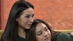 Khóc òa trước chia sẻ mới nhất của con gái ruột Phi Nhung: 'Mẹ có thể ở với con dù chỉ một chút không'